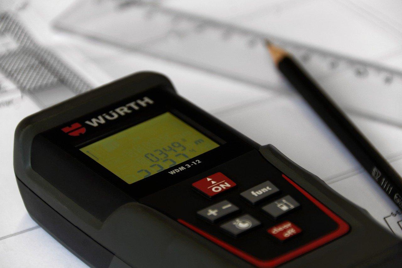 Come funzionano i misuratori di distanza laser?